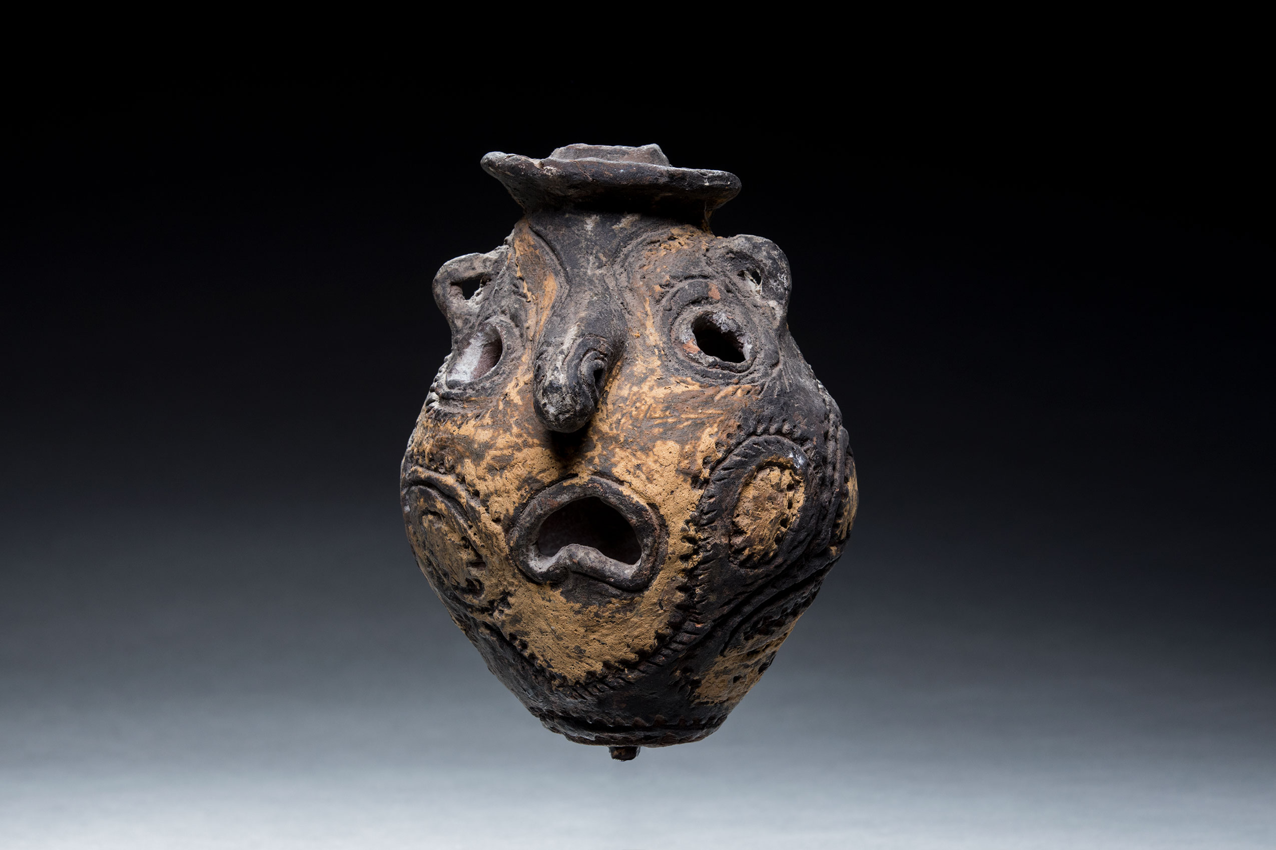 Papua New Guinea art objects and artifacts | ritual clay head